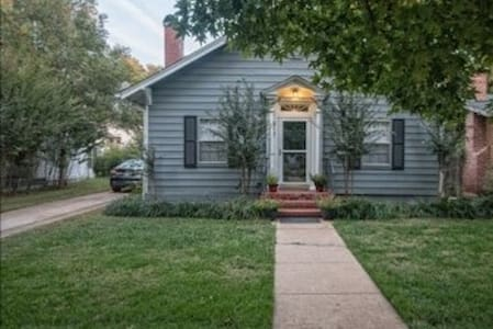 Urban Getaway, 2 Blocks from OU & Football Stadium - Norman