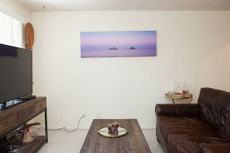 Private room that is 1 mile from Hendry's beach - Santa Barbara - Wohnung