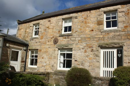 A spacious cottage in the Idyllic Whorlton Village - Whorlton Village, Barnard Castle, County Durham DL12, UK