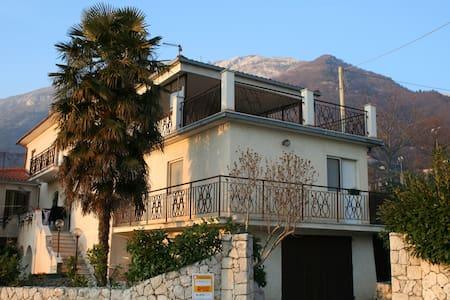 Spacious apartment Via Santa Maria - San Donato Val di Comino - Apartment