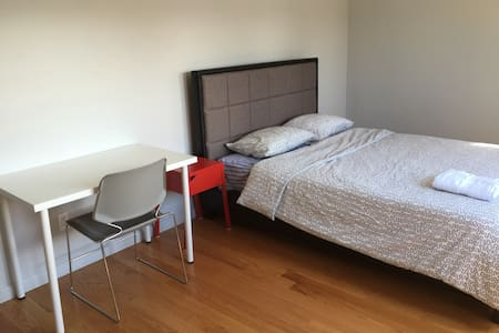 Private bedroom B close to SFO - San Bruno - 獨棟