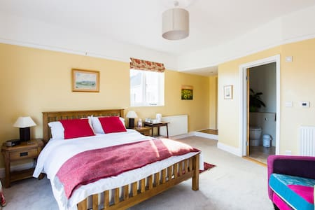 Large airy room with lovely view - Bed & Breakfast