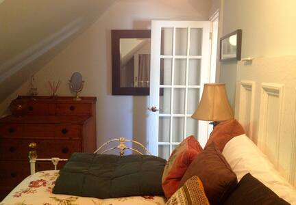 Private Room in Hip Historic Home - Uptown - Saint John - House