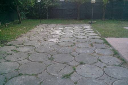 Fittasi villa con giardino - Villa