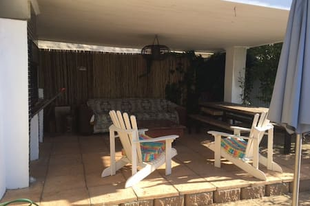 Spacious 2 bedroom home away from home with pool - Kaapstad - Huis
