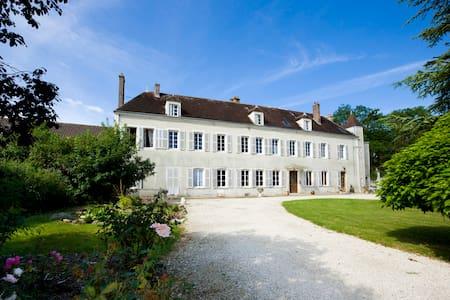 5 Chambres d'hôtes à Tonnerre en pleine nature - Gästehaus