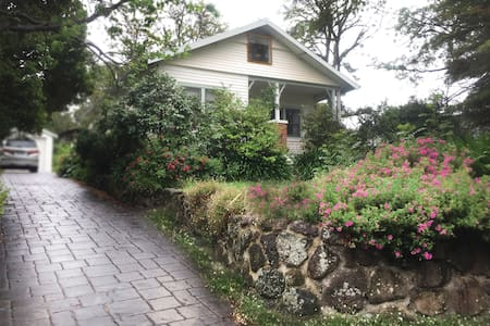 Green Paradise-Comfy& Classic Home-Private Garden - Ringwood East