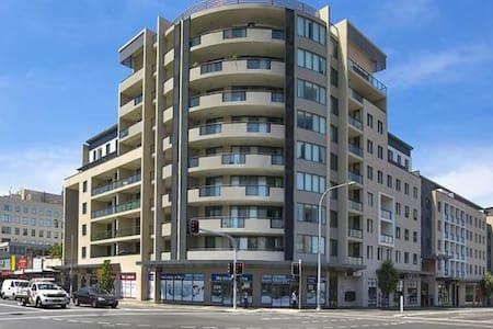 Oversized 2bed+Study Apt in Parra - Parramatta - Apartament
