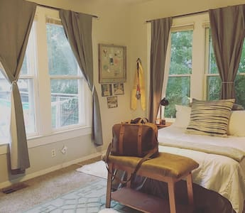 Charming room, downtown, 1940s home - Austin - Hus