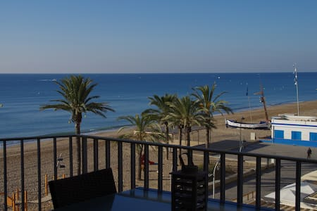 RENOVATED OCEAN-FRONT CHARMING APRT - Calafell