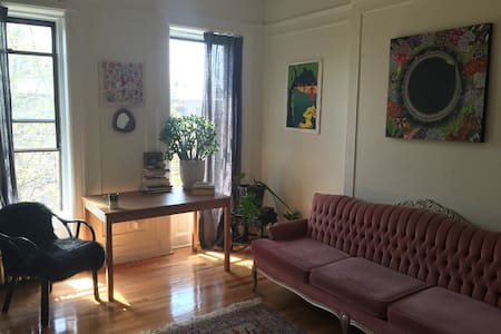 1 Bdrm Bohemian Brownstown - Brooklyn - Apartment
