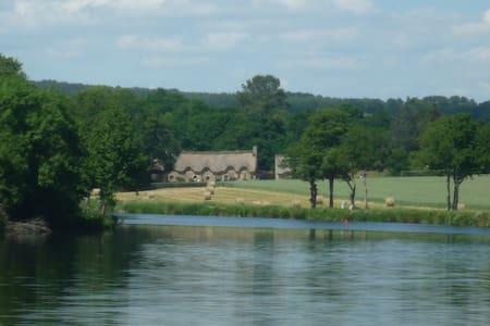 La Grange, La Garenne, Select Cottages, sleeps 6/7 - Haus