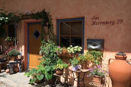 charmante Ferienwohnung mit Terrasse und Garten - Condominium
