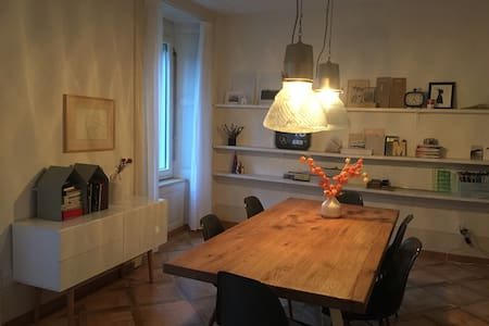 cosy room in nice atelier-apartment - Kondominium