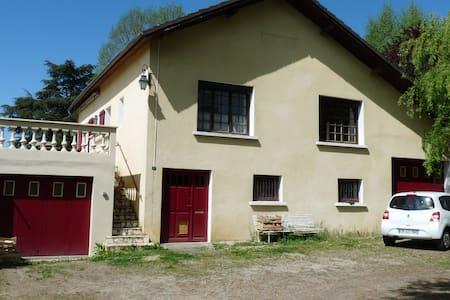 Chambre privée, maison avec jardin - Saint-Victurnien - House