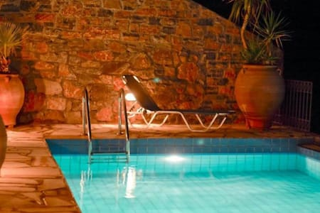 Villa Oleander- fabulous views -very private- pool - Elounda - Huvila