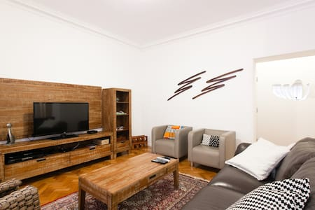 """3BR IN URCA. THE BEST AND SAFEST NEIGHBORHOOD IN RIO. RIGHT BY THE BOTAFOGO BAY, NEAR THE BEACH, RIGHT BY THE PAO DE ACUCAR AND ITS LIFT. FULLY EQUIPPED, 48"""" FLAT TV, CABLE, 30 MEGAS WIFI, AIR CONDITIONED IN ALL BEDROOMS. SAFE AND CALM."""