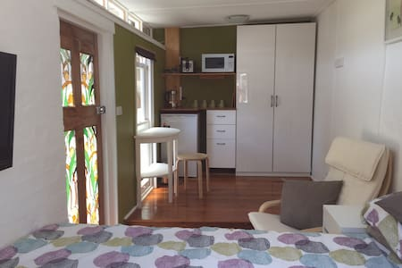 Secure sunny studio in Annandale - Apartment