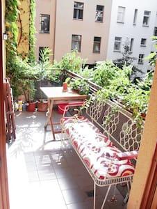 Cozy bright room in central F'hain - Berlin - Apartment