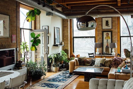 Beautiful, bright, art-filled loft. - Chicago