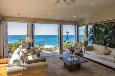 Whale Beach -Dress Circle and spectacular views - House