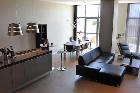 Maison moderne au coeur des vignes - Casa