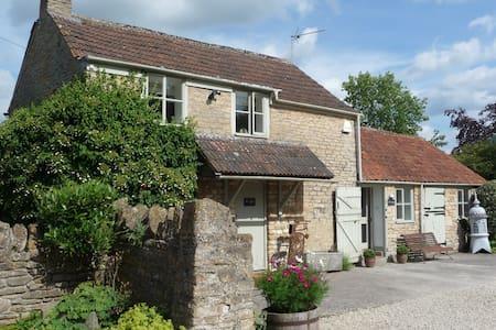 Church Farm Cottage, Church Farm - Kington Langley - Casa