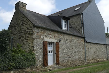 Traditional French cottage in Brittany - Dom