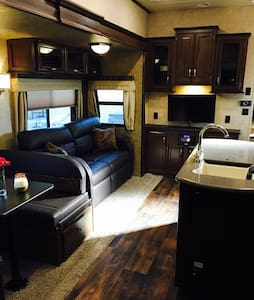 Luxury RV with privacy, pool, hot tub. - Merced - Asuntoauto