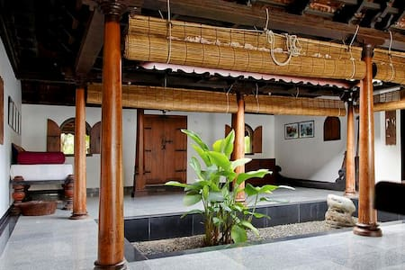 Private room near Kuttanadu Backwaters - House