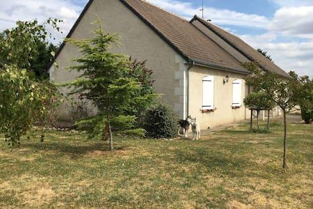 Maison calme proche des Thermes La Roche Posay - Rumah