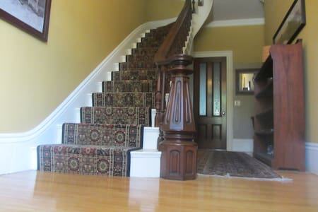 Private Suit-3 room-with king Bed - Salem - House