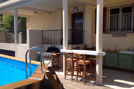 Appartement 3 pièces, rez de villa, proche centre. - Byt