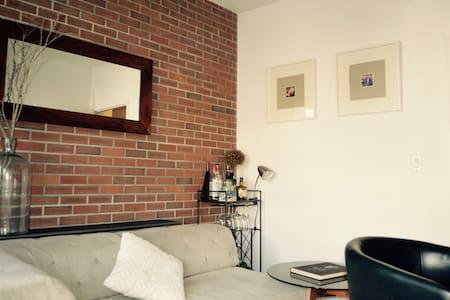 Gorgeous Williamsburg Apt + balcony - Brooklyn - Apartment
