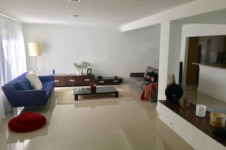 Room In Beautiful House - North Miami