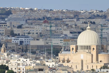 Low Budget High Quality Rooms in Centre of Malta! - Entire Floor