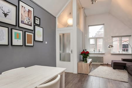 Located between the characteristic canal and city hotspots, you will find the apartment. Light, private and fully equipped to make your stay in this vibrant city as comfortable as possible. Within walking distance from the train station and market.