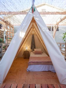 Glamping in Hollywood Free Bikes! - Los Angeles - Tent