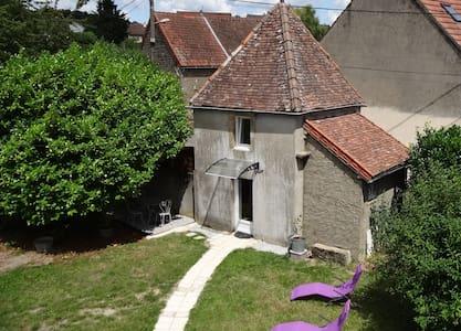 Ancien Pigeonnier indépendant avec terrasse - Dům pro hosty