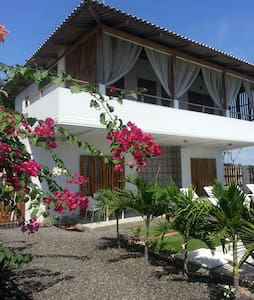 CasaWF Beachfront Guesthouse 2 - San Jacinto y San Clemente - Bed & Breakfast