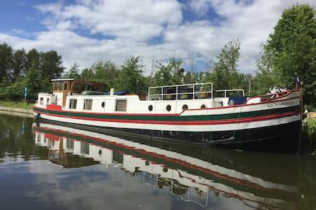 Gite atypique Canal d'Ille et Rance Bretagne - Trévérien - Boot