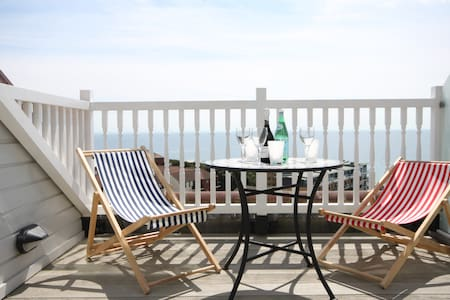 Penthouse with beautiful sea views near the beach - Bournemouth - 公寓