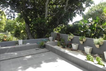 Secure, central upstairs maisonette - large deck - Rumah bandar