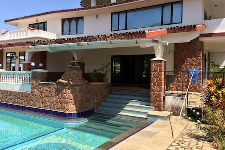 Rustic Contemporary 5BHK Villa with pool @ Varca - Huvila