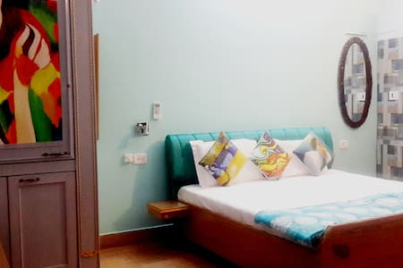 HOMESTAY HARIDWAR-Deluxe Room SKY - Haridwar - Bed & Breakfast