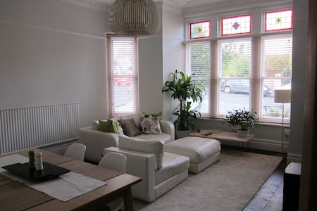 Light/Airy room in victorian house! - Bristol - Appartement