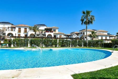 Ático gran terraza 2 dormitorios , piscina, garage - Wohnung