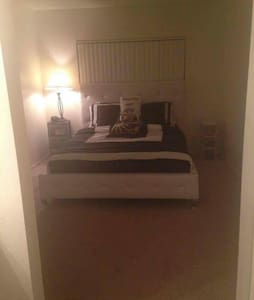 Quiet, Clean, Private Bedroom+Bathroom in  Noho - Leilighet