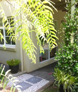 Private Villa Bee Studio, Avoca Beach on ten acres - Avoca Beach - Haus