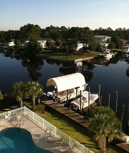 Luxury Condo,Boat slip, Pool - Mexico Beach